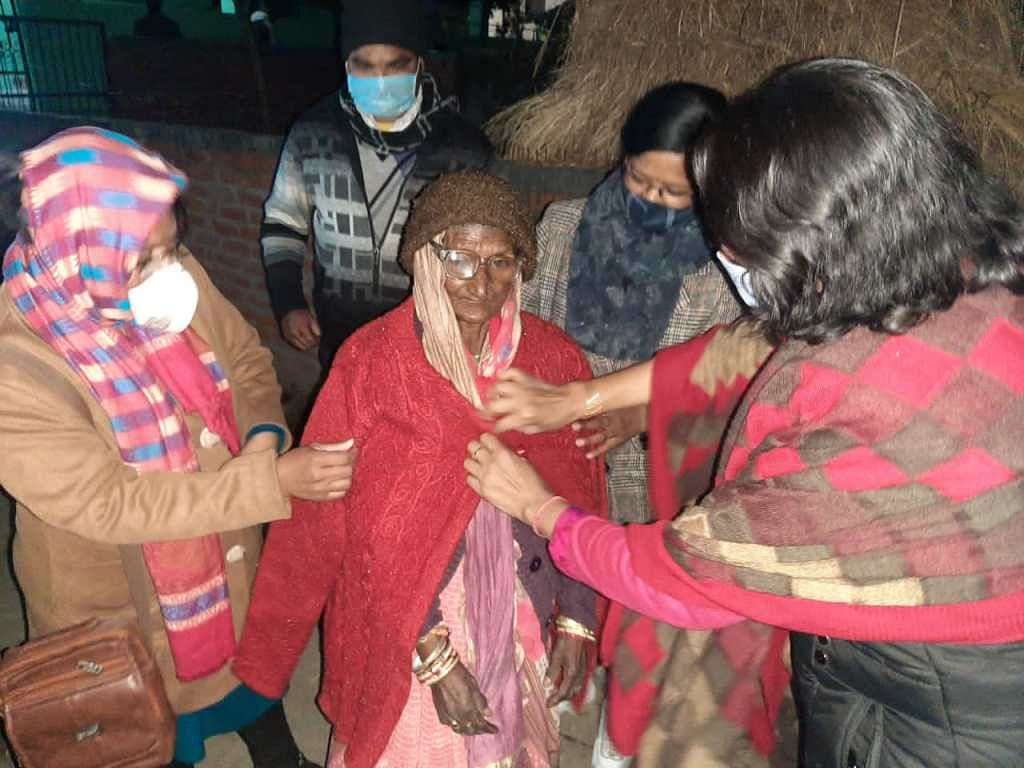DM's wife distributed warm clothes