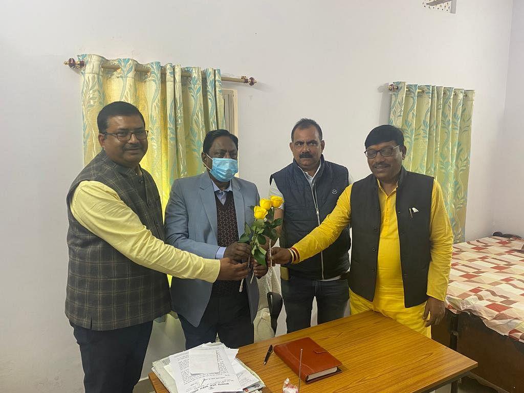 बंगाल इलेक्शन कैंपेन मैनेजमेंट के लिए तीन सदस्यीय समिति में शामिल किए जाने पर आलमगीर को दी बधाई