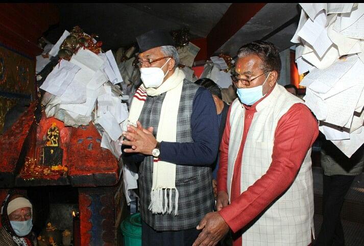 अल्मोड़ा दौरे के दौरान चितई गोलू मंदिर पहुंचे मुख्यमंत्री, मंदिर में की पूजा-अर्चना