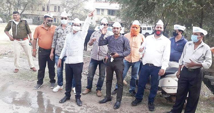 रायपुर:आप कार्यकर्ताओं ने राजनांदगांव सांसद  का किया पुतला दहन