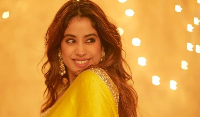 Jahnavi Kapoor caused havoc in a yellow sari! A glimpse of mother Sridevi was seen, see photo