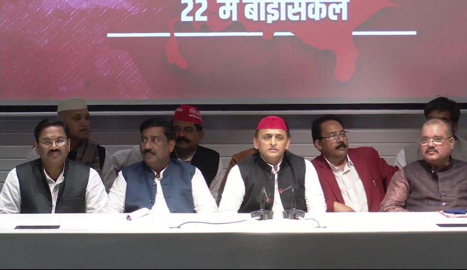 बसपा को झटका, महापौर सुनीता और पूर्व विधायक योगेश वर्मा सपा में शामिल