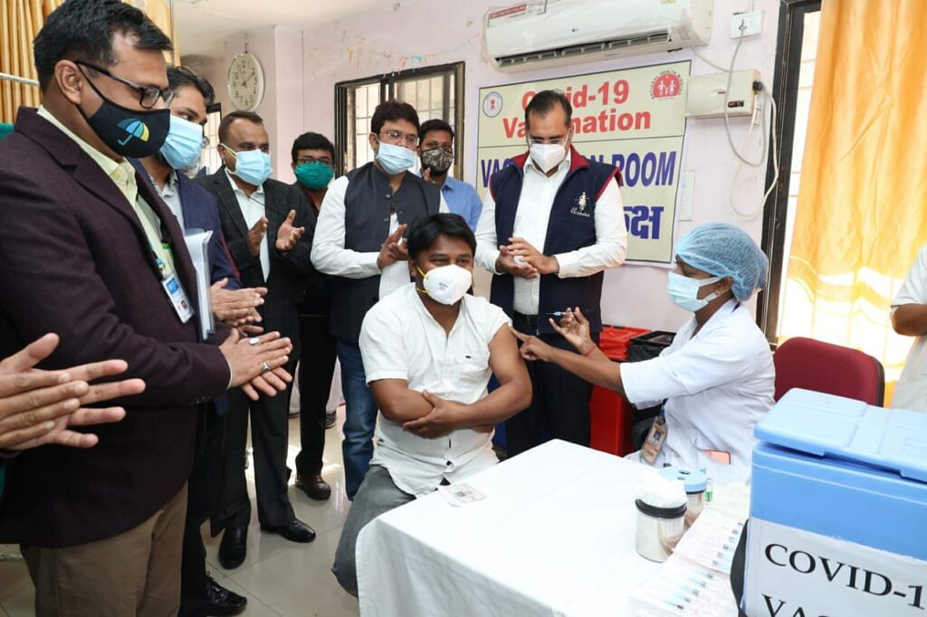 Vaccination of Shri Ganesh Corona in presence of Collector and MLA