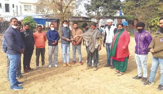 युवा कांग्रेस ने शहीद किसानों के समर्थन में मिट्टी एकत्र की