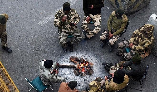 दिल्ली में बादल छाने के कारण न्यूनतम तापमान 9 डिग्री सेल्सियस तक पहुंचा