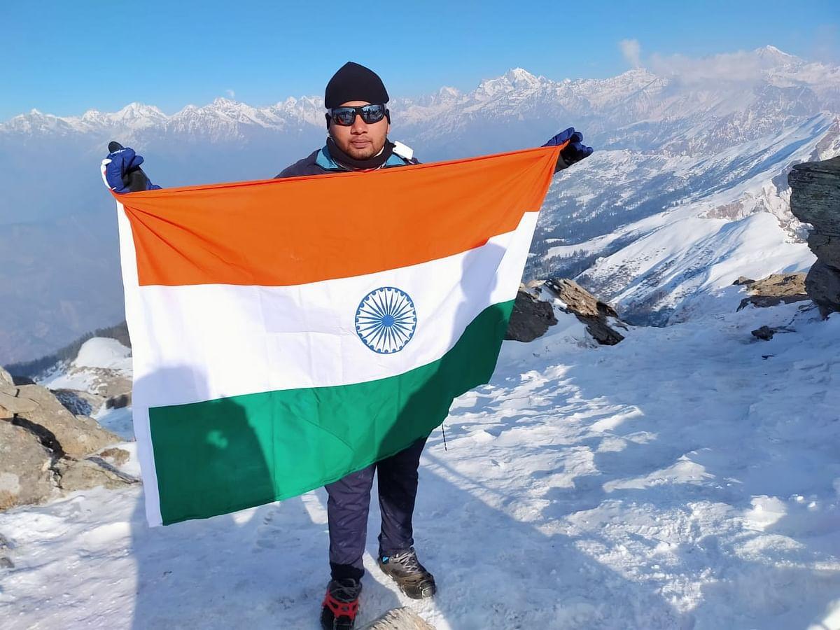 12500 फीट ऊपर केदार कांटा में माइनस 12 डिग्री में लहराया 95 फीट लंबा तिरंगा, बनाया विश्व रिकॉर्ड