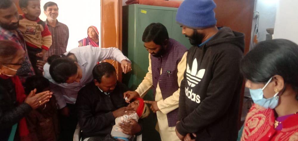 विधायक और अपर कलेक्टर ने जिंदगी की दो बूंद पिला कर किया पोलियो अभियान का शुभारंभ