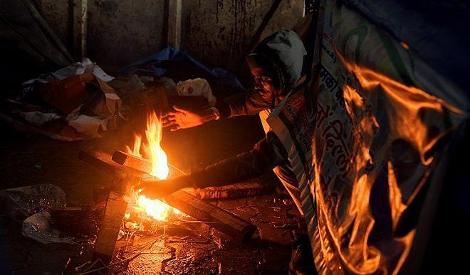 दिल्ली में कड़ाके की ठंड, न्यूनतम तापमान गिरकर 7.8 डिग्री सेल्सियस पर पहुंचा