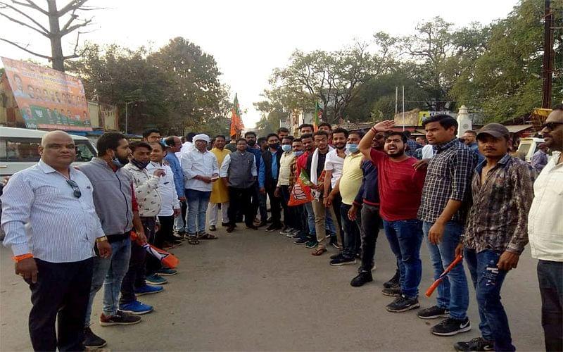जगदलपुर : भाजयुमो ने मुख्यमंत्री के अमर्यादित टिप्पणी पर किया पुतला दहन