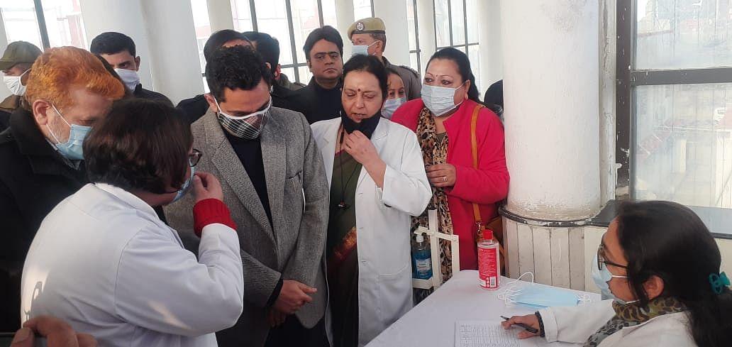 कठुआ में भी जीएमसी के डाक्टरों को दी गई कोविड 19 से बचाव के लिए वैक्सीन