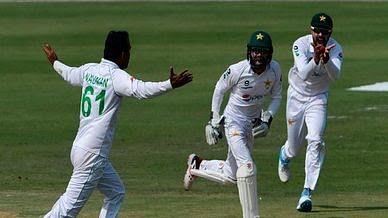 पाकिस्तान ने पहले टेस्ट में दक्षिण अफ्रीका को सात विकेट से हराया