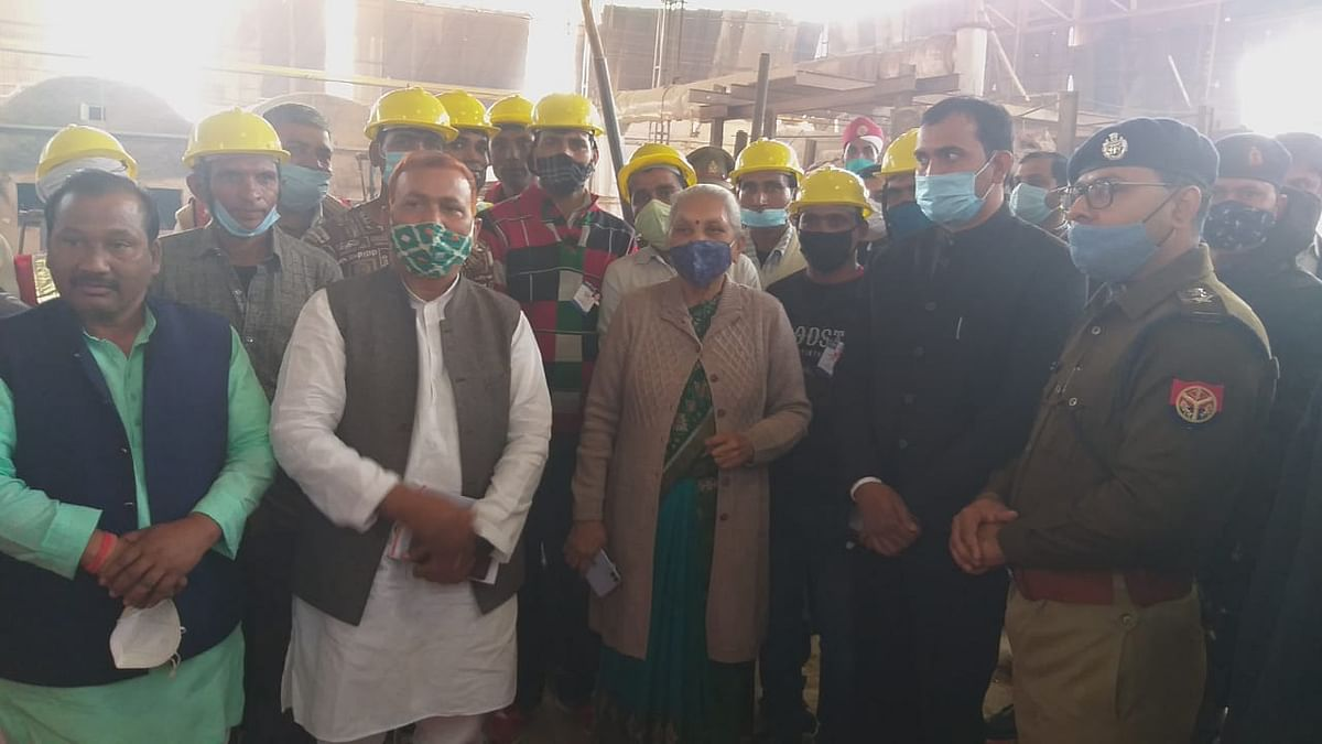 Governor reached Firozabad saw construction of glass items