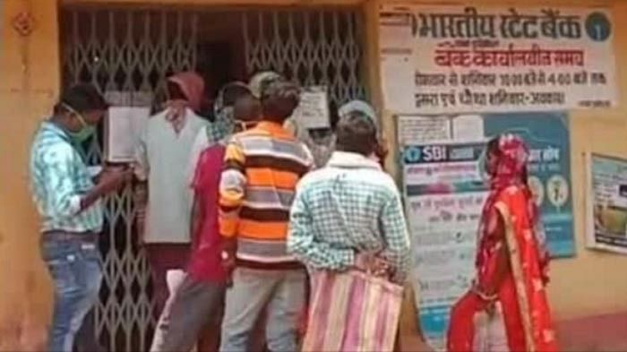 Indefinite picket demonstration against State Bank branch Durgukondal