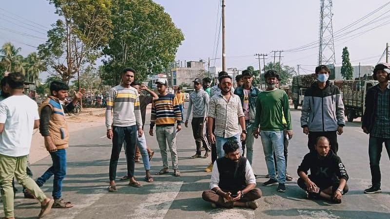 कोकबोरोक भाषा दिवस मनाने के दौरान हंगामा, पुलिस का लाठीचार्ज