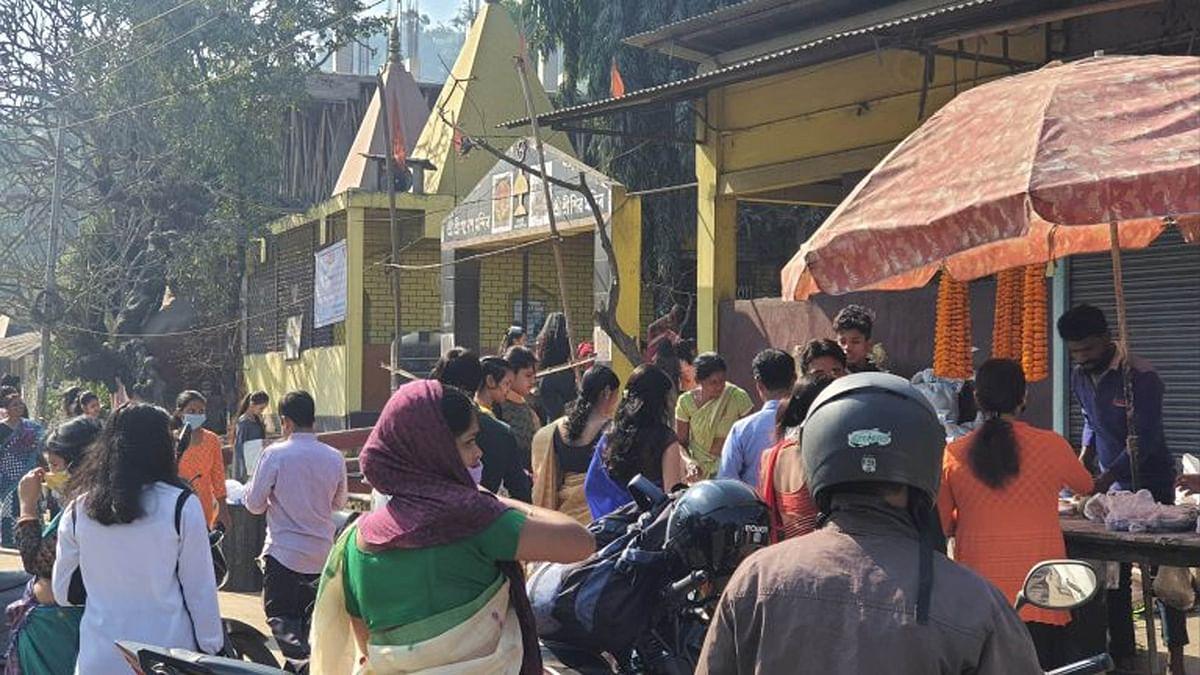 नव वर्ष पर गुवाहाटी में दिखी मंदिरों और मस्जिदों में श्रद्धालुओं की भीड़