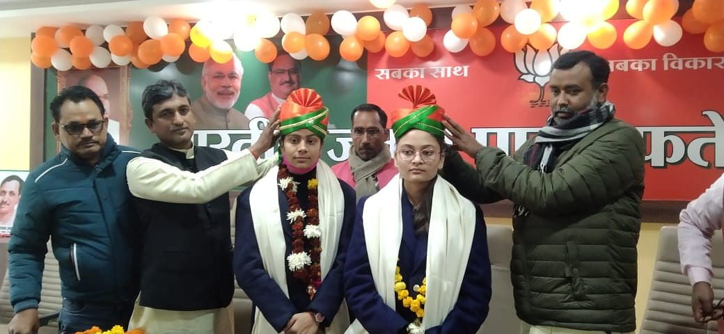 फतेहपुर: टाॅपर हिमांशी व भान्वी को विधायक व भाजपा जिलाध्यक्ष की एक-एक दिन की दी जिम्मेदारी