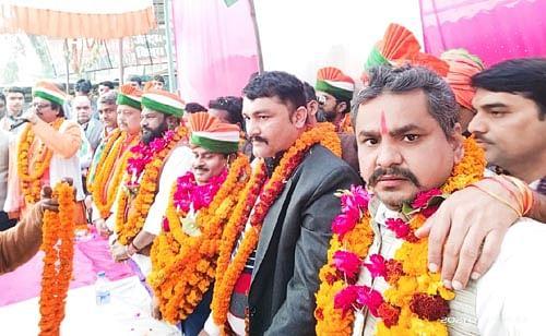 अमर शहीदों को नमन करने के लिए भाजपा ने निकाली विशाल तिरंगा यात्रा