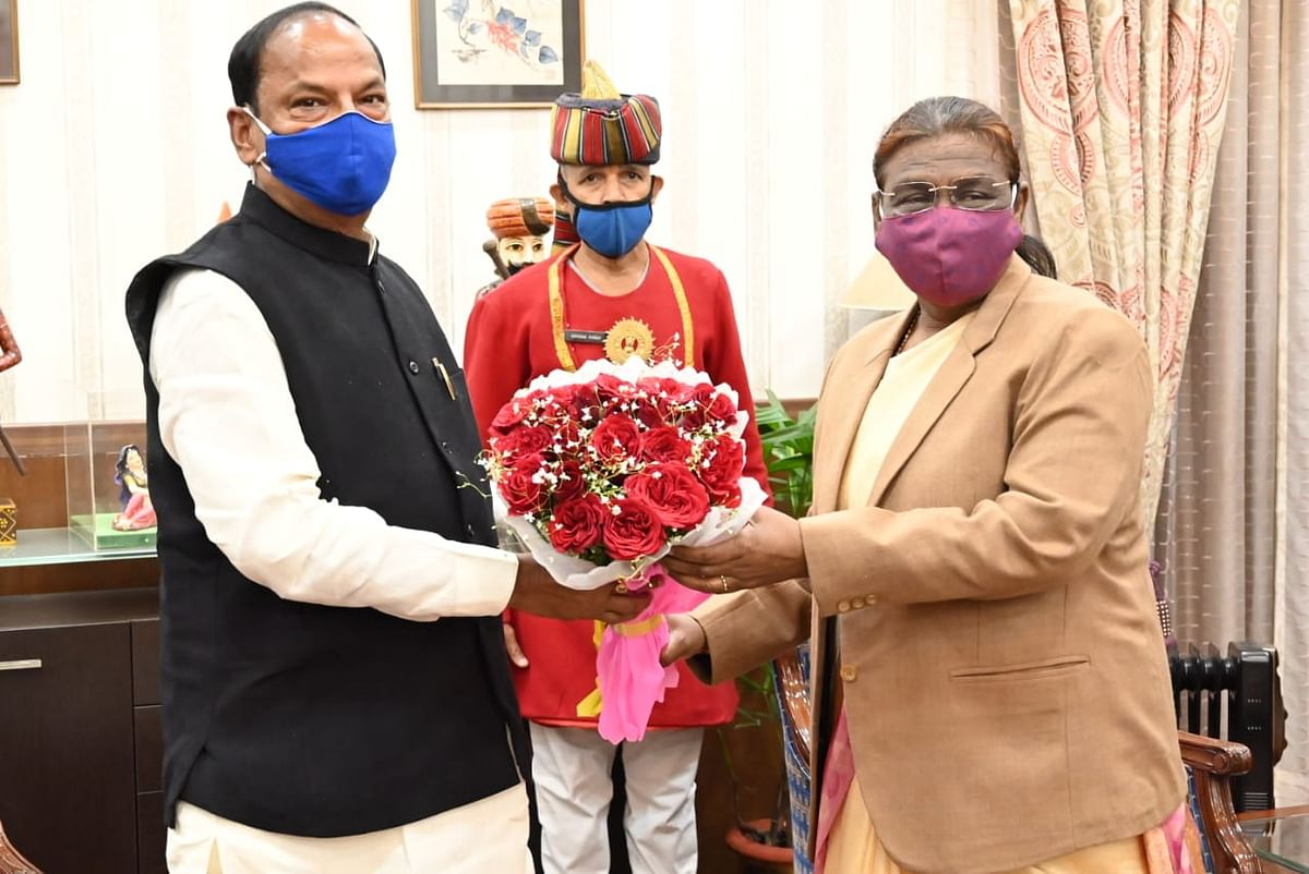 Raghuvar Das meets Governor, draws attention to law and order