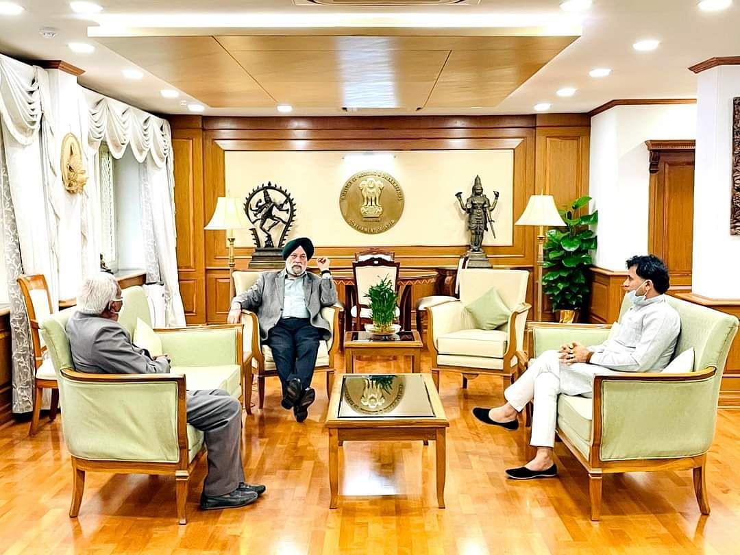 बाड़मेर में हवाई सेवा शुरू करने और जैसलमेर में जारी रखने को लेकर कैलाश चौधरी ने की उड्डयन मंत्री से मुलाकात