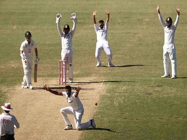 Sydney Test: Third day's game over, Australia lead by 197 runs