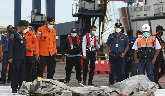Indonesia plane crash: search continues for 'cockpit voice recorder', 3600 relief workers engaged in search