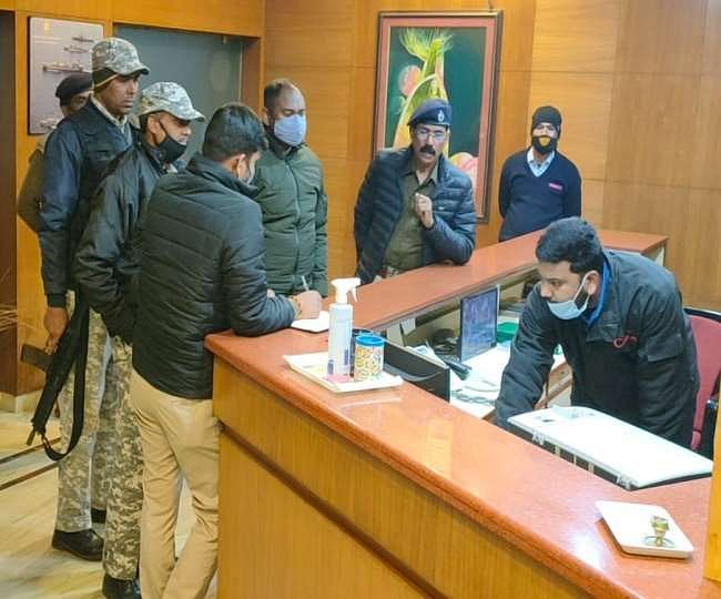 ats-and-ranchi-police-raid-hotels-and-lodges-on-republic-day