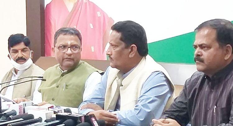 रायपुर : भाजपा नेताओं ने प्रदेश की मंडियों में बेचा धान, नौकरी बचाने करने जा रहे आंदोलन की नौटंकी : कांग्रेस