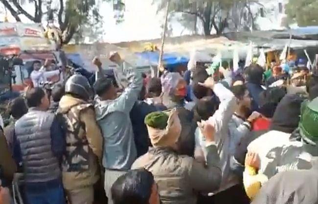 सिंघु बॉर्डर पर पथराव, पांच पुलिसकर्मी घायल