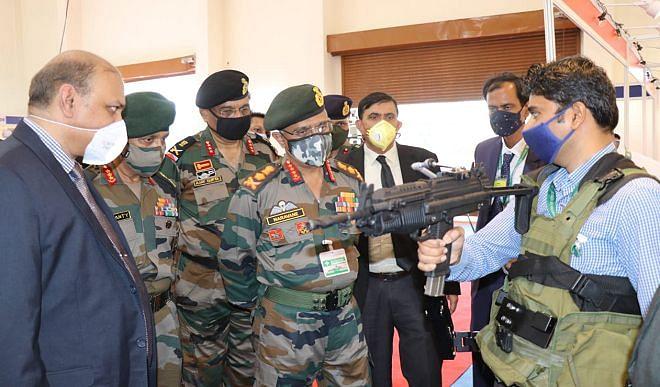 जनरल नरवणे ने भारत फोर्ज और  ARDE का किया दौरा, परियोजनाओं की समीक्षा भी की