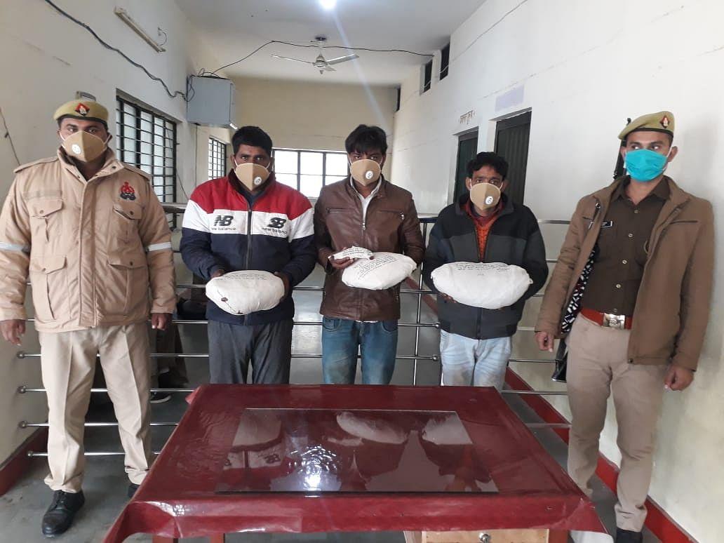 तीन तस्कर अवैध गांजा और असलहे के साथ गिरफ्तार