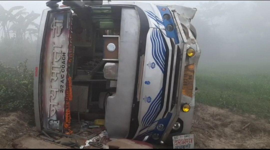 bus-full-of-passengers-overturned-half-a-dozen-passengers-injured