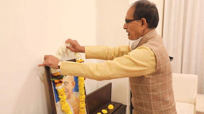 मुख्यमंत्री ने पुण्य-तिथि पर राष्ट्रपिता महात्मा गांधी को दी श्रद्धांजलि