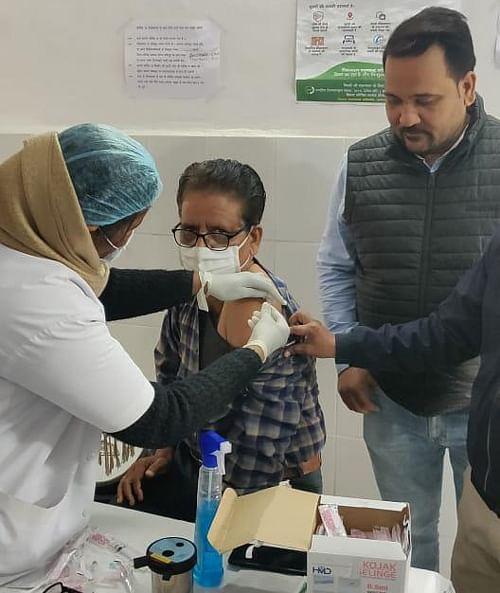 टीकाकरण को लेकर हमीरपुर में दिखा उत्साह, 902 के लगे टीके