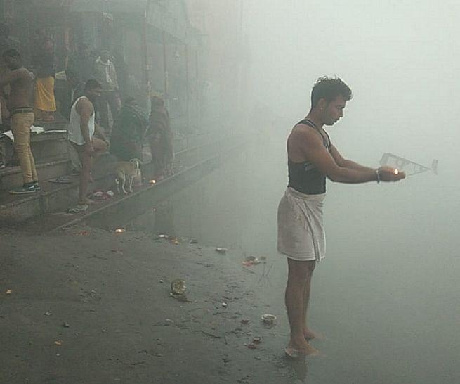 मकर संक्रांति के महापर्व पर गंगा नदी में श्रद्धालुओं ने लगाई आस्था की डुबकी