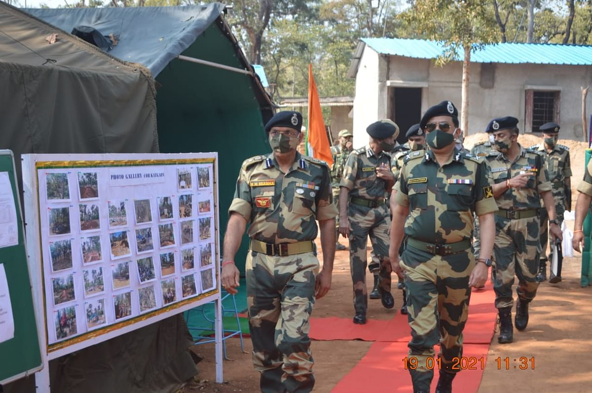 bhilai-take-care-of-the-safety-of-tribals-in-naxalite-affected-areas-asthana-bsf-dg-meets-governor