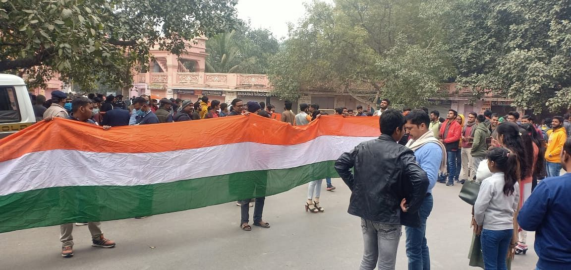 bhu-students-take-out-a-huge-tricolor-on-republic-day