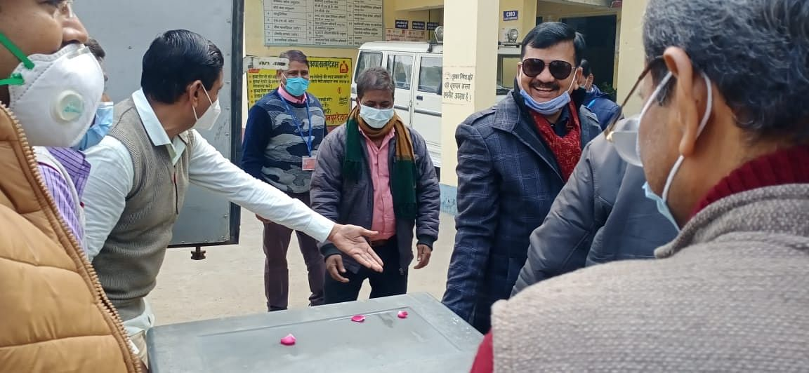 7820 dose of Corona vaccine reaches Kanpur country with tight security