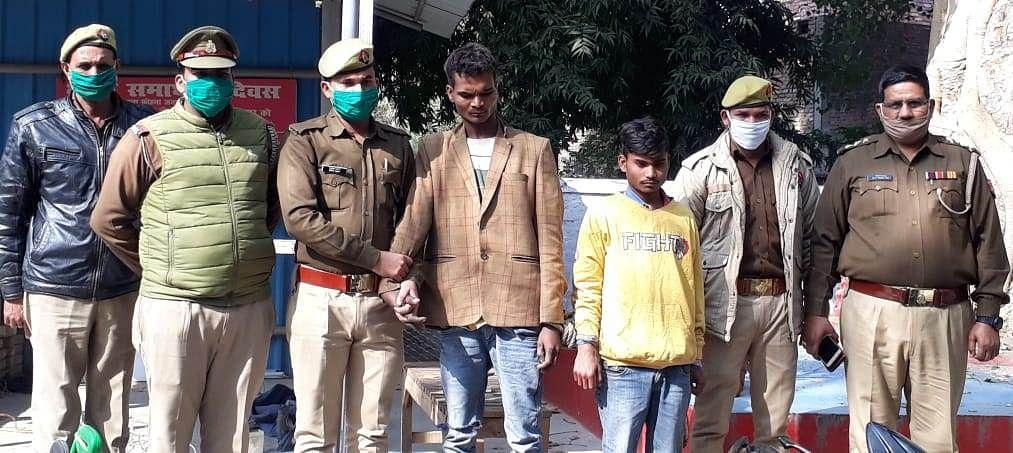 चोरी के वाहन काटकर लगाते थे ठिकाने, उन्नाव के दो शातिर गिरफ्तार