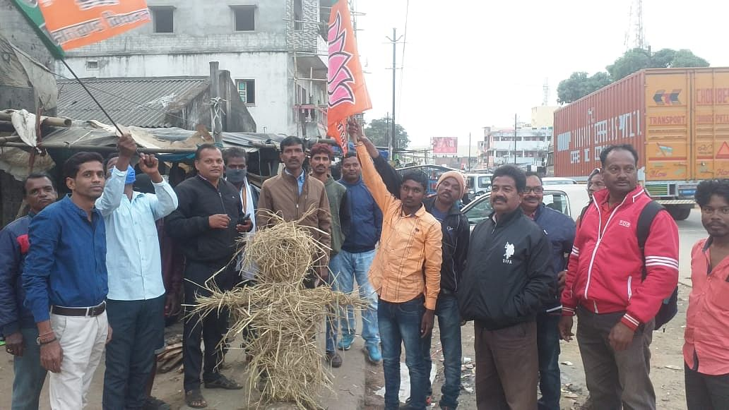 BJP leaders burnt effigy of Chief Minister in protest against rape incident