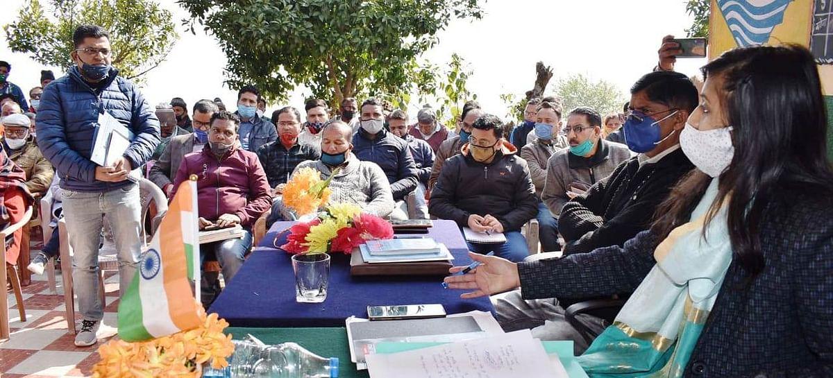 मुख्यमंत्री त्वरित समाधान सेवा कार्यक्रमः जिलाधिकारी ने किया 34 शिकायतों का समाधान