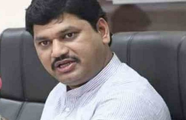 Maharashtra: Woman accused of Dhananjay Munde filed case for Honeytrap