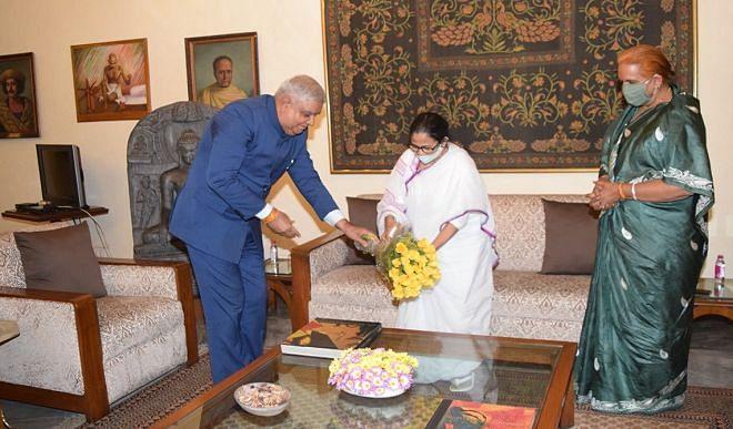 ममता बनर्जी ने राजभवन जाकर राज्यपाल धनखड़ से की मुलाकात, जानिए इसका महत्व