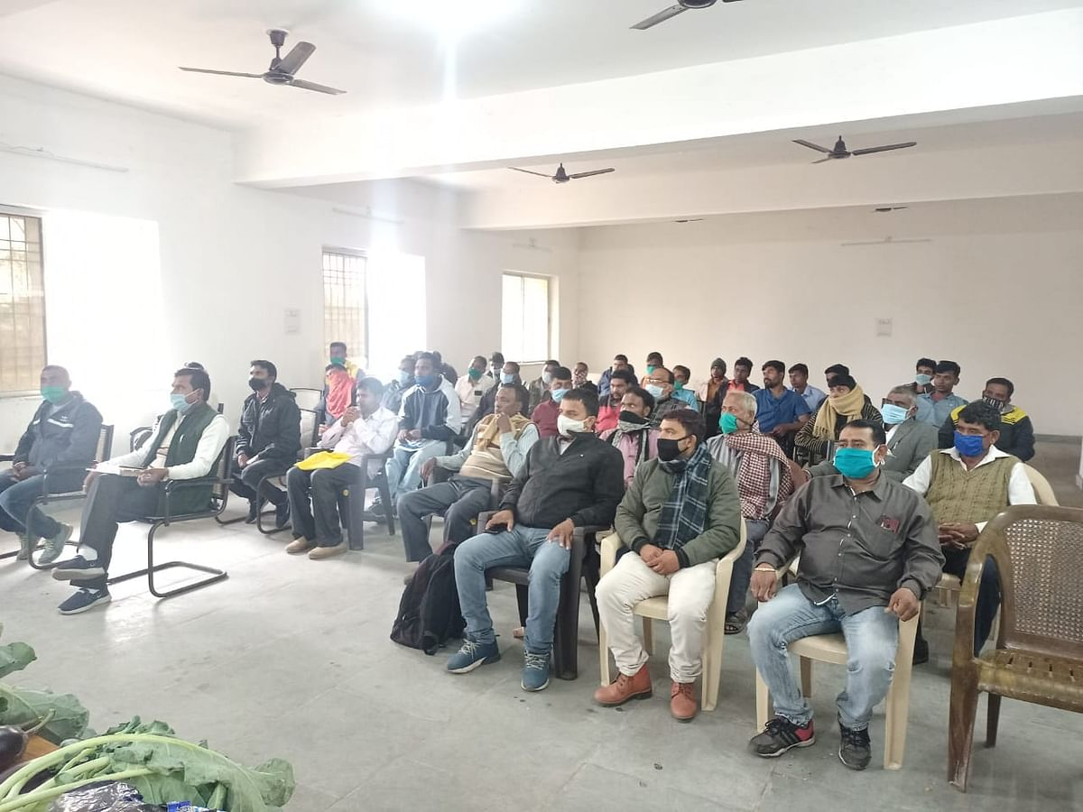 Training given to farmers for sowing of Rabi crop