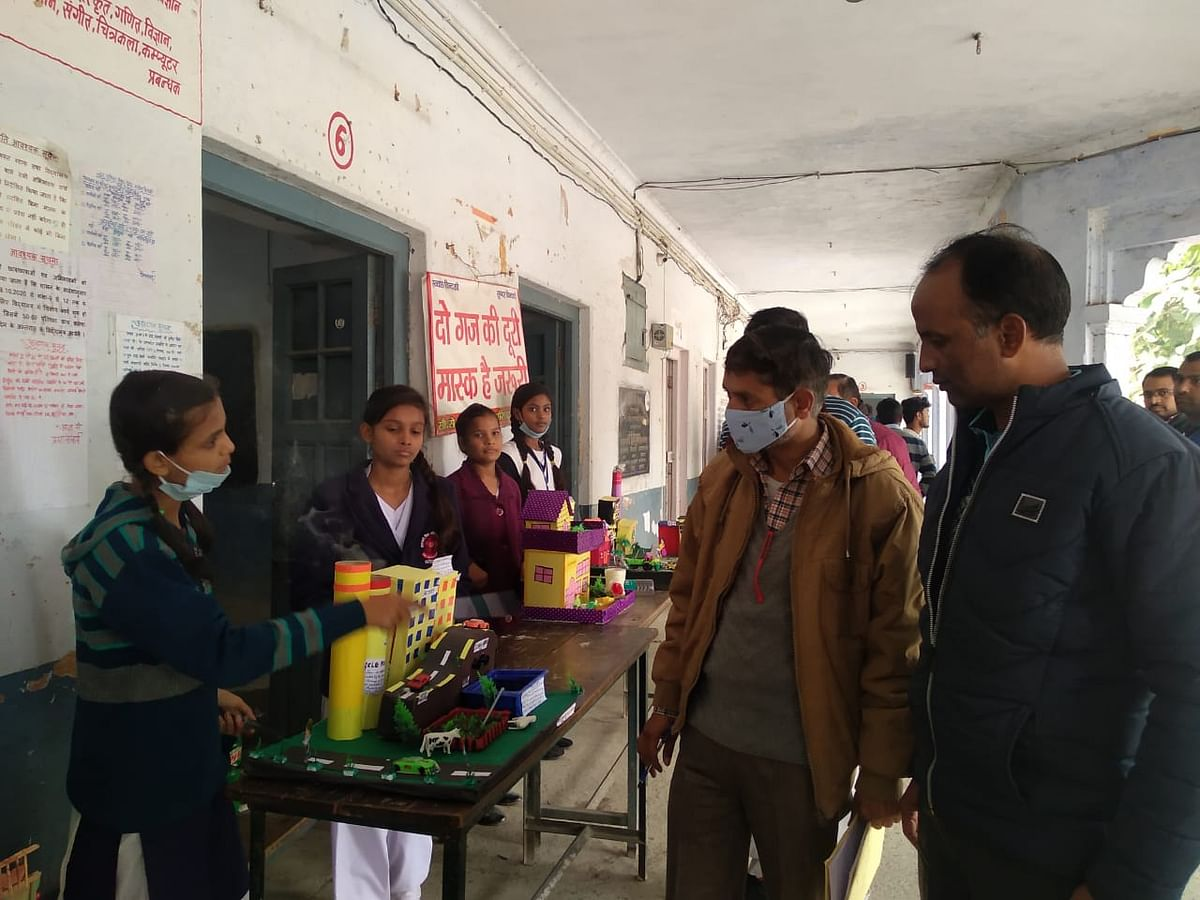 Fatehpur: Students made models in science exhibition