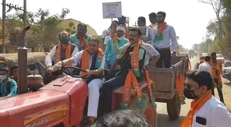 जगदलपुर : धान खरीदी केंद्रों में अव्यवस्था को लेकर भाजपा का धरना प्रदर्शन