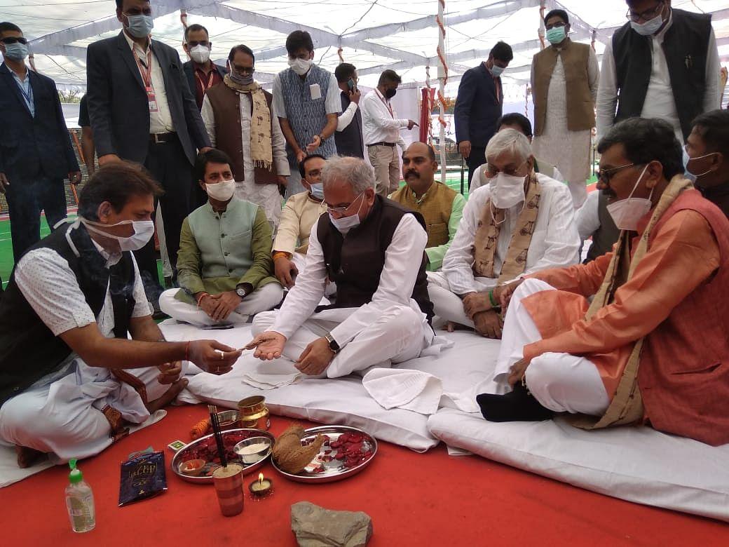 मुख्यमंत्री भूपेश ने जांजगीर के किसान सम्मेलन में जिले को करोड़ों के विकास कार्यों की दी सौगात