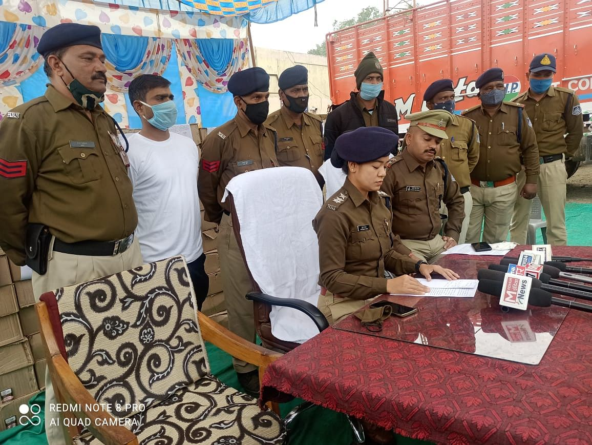 21 lakh illegal liquor seized from truck, two accused arrested