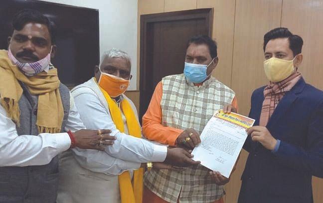 कुंभ मेले में भूमि आवंटन को लेकर विधायक राठौर ने मेलाधिकारी को दिया ज्ञापन