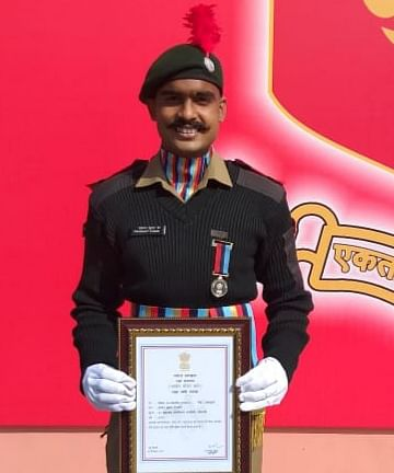 lal-ncc-cadet-prashant-tiwari-of-koderma-gets-defense-minister39s-medal