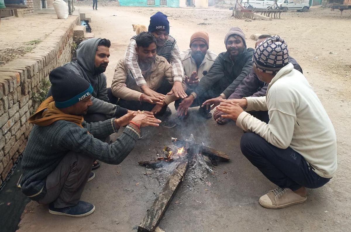 हमीरपुर में पारा 5 डिग्री सेल्सियस पर लुढ़का, ठंड से पसरा सन्नाटा